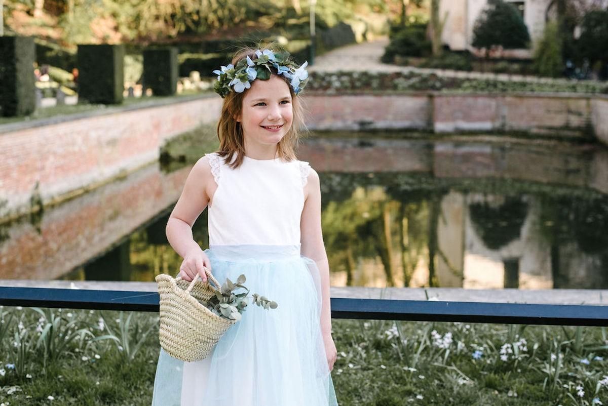 tenue de demoiselle d'honneur pour mariage avec accessoires : couronnes, paniers,jupons,noeuds papillons